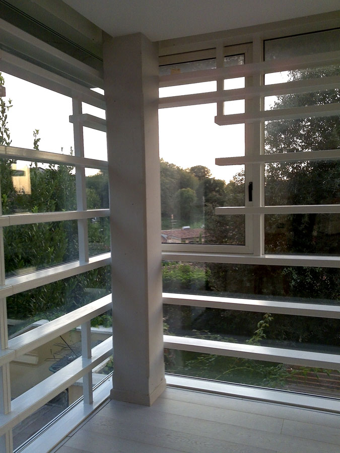 Horizontal-White-by-arch-Nir-Sivan_corner-window