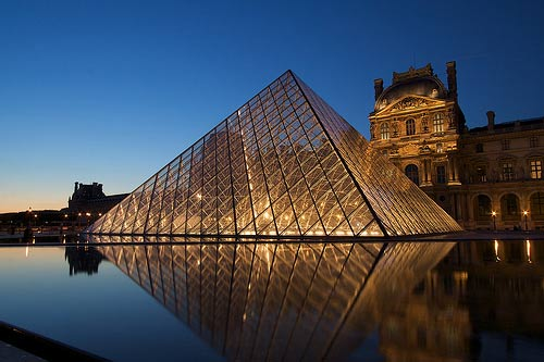 Piramide Louvre edificios polemicos