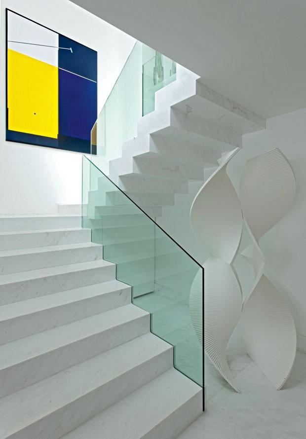Branco. A Leveza Visual Resultante Dessa Composição Da Escada Com A~ Decoracao Interiores Branco