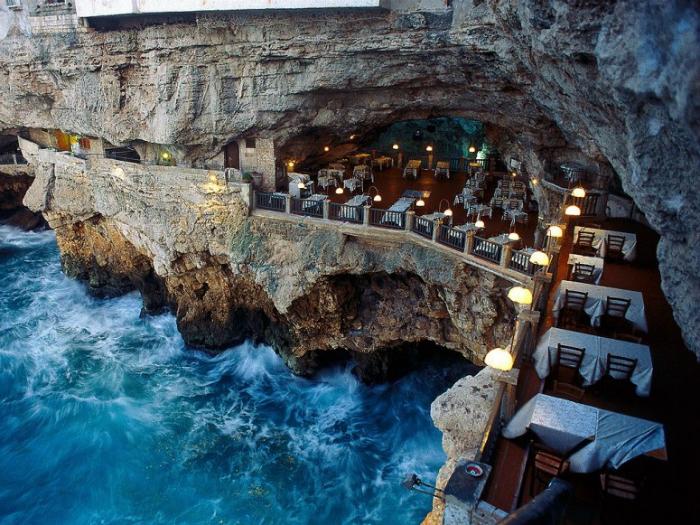 Grotta Palazzese em Puglia Itália