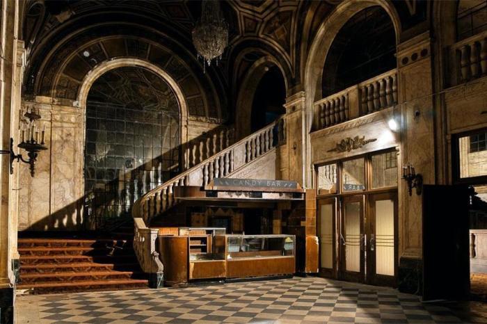 Cinema abandonado em Detroit