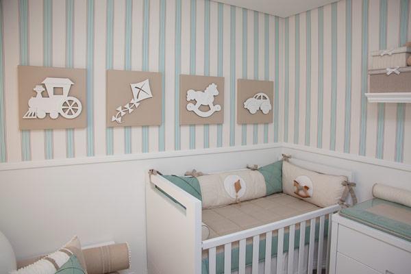 Decoração quarto menino papel de parede listrado azul