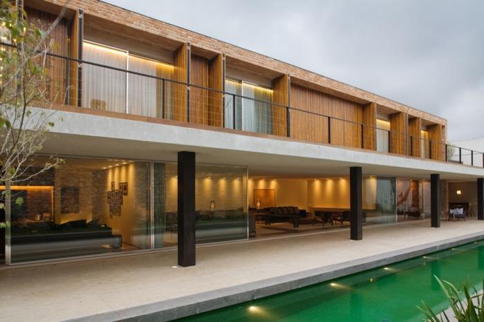 Fachada moderna com tijolo a vista
