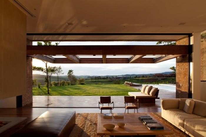 Casa de campo com arquitetura moderna no condomínio quinta da baroneza