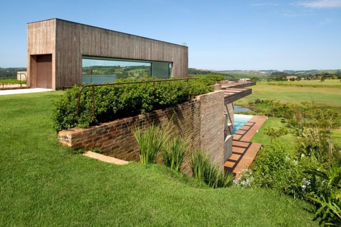Casa moderna madeira e tijolo a vista
