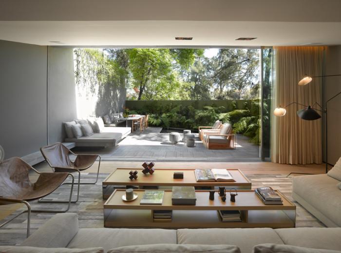 Linda casa moderna com muito verde no m xico barrancas house for Casa moderna por dentro