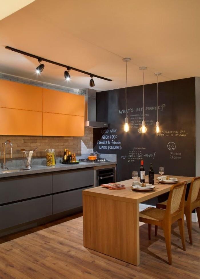 cozinha com parede imita lousa decoração