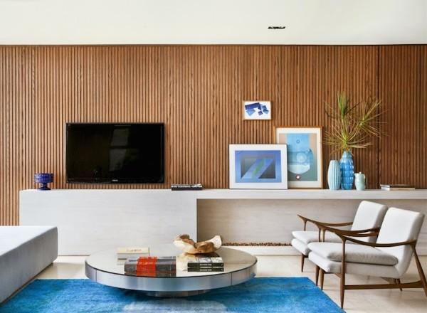 projeto-guilherme-torre-movel-tv-madeira-ripada-marmore-travertino-600x440