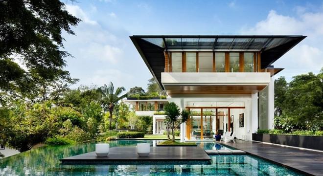 piscina de vidro - casa bonita e moderna