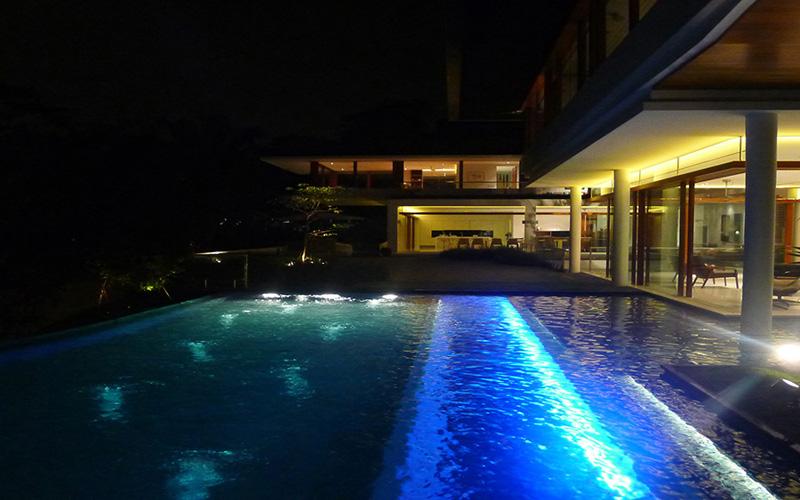 piscina noturna iluminação