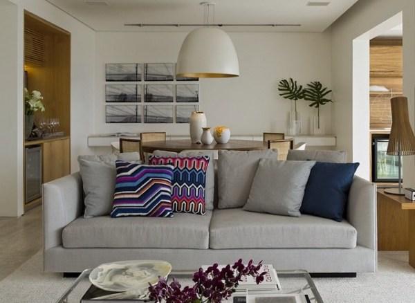 sofa cinza almofada colorida