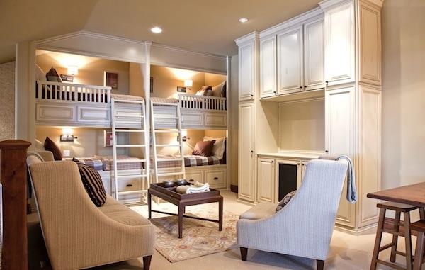 beliche ou cama no alto com escada confortavel