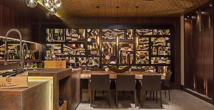 decoração marrom wine bar