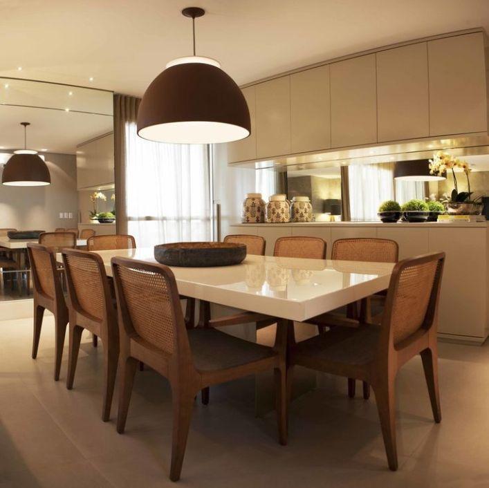 sala de jantar bege e marrom