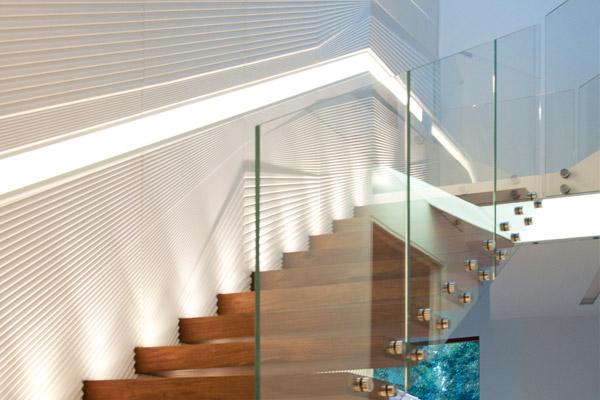 painel iluminado corian escada madeira