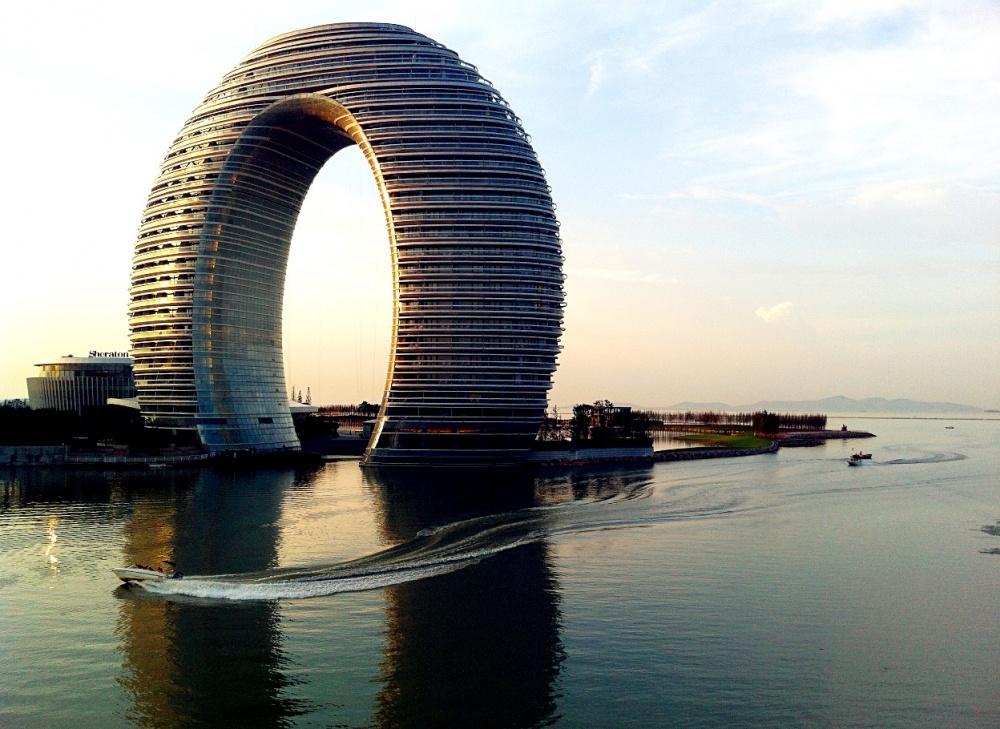 Huzhou China  City pictures : Huzhou, China Este resort foi construído no formato de um anel ...