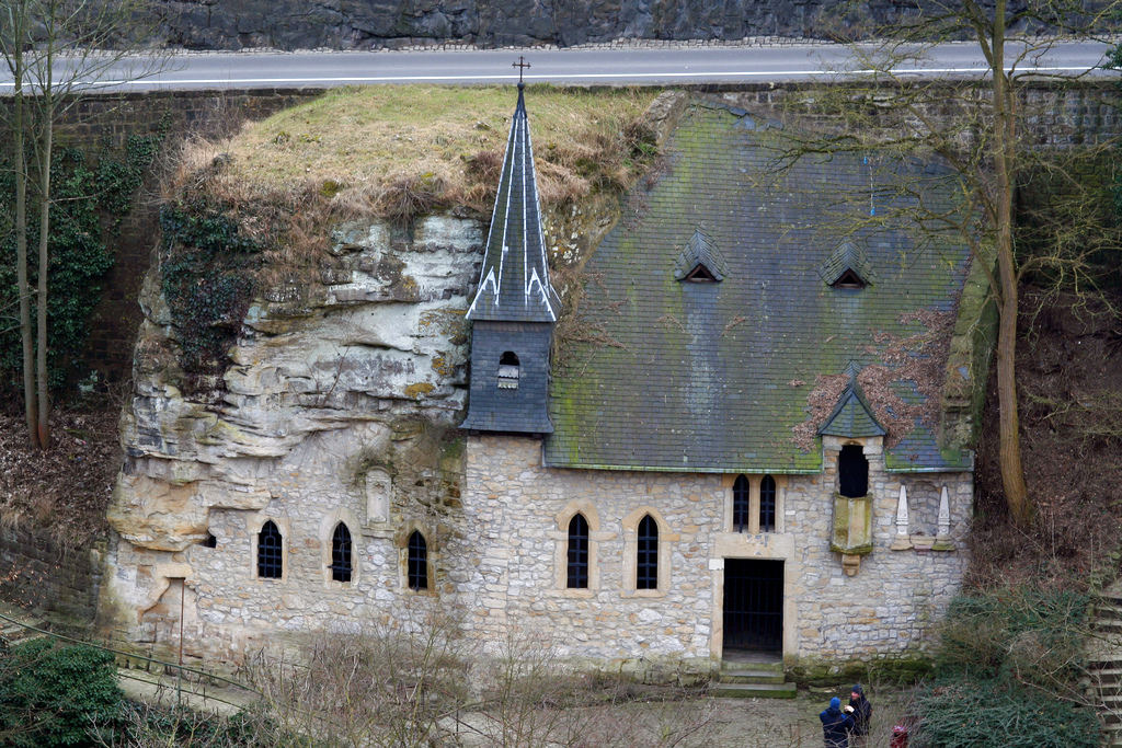 Luxembburgo - Church on the hill