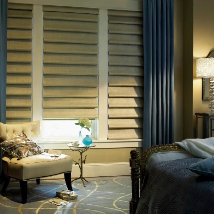cortina com chale lateral tecido e persiana